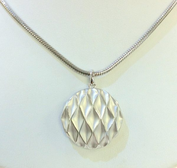 Mother's Day Gift Idea: Elegant silver pendant