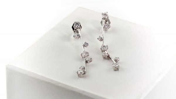 Diamond earrings in 14K white gold.
