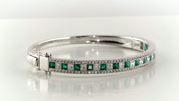 Emerald and diamond bangle bracelet in 18K white gold