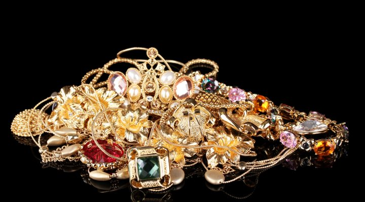 How to Care for Jewelry: Easy Guidelines and Tips