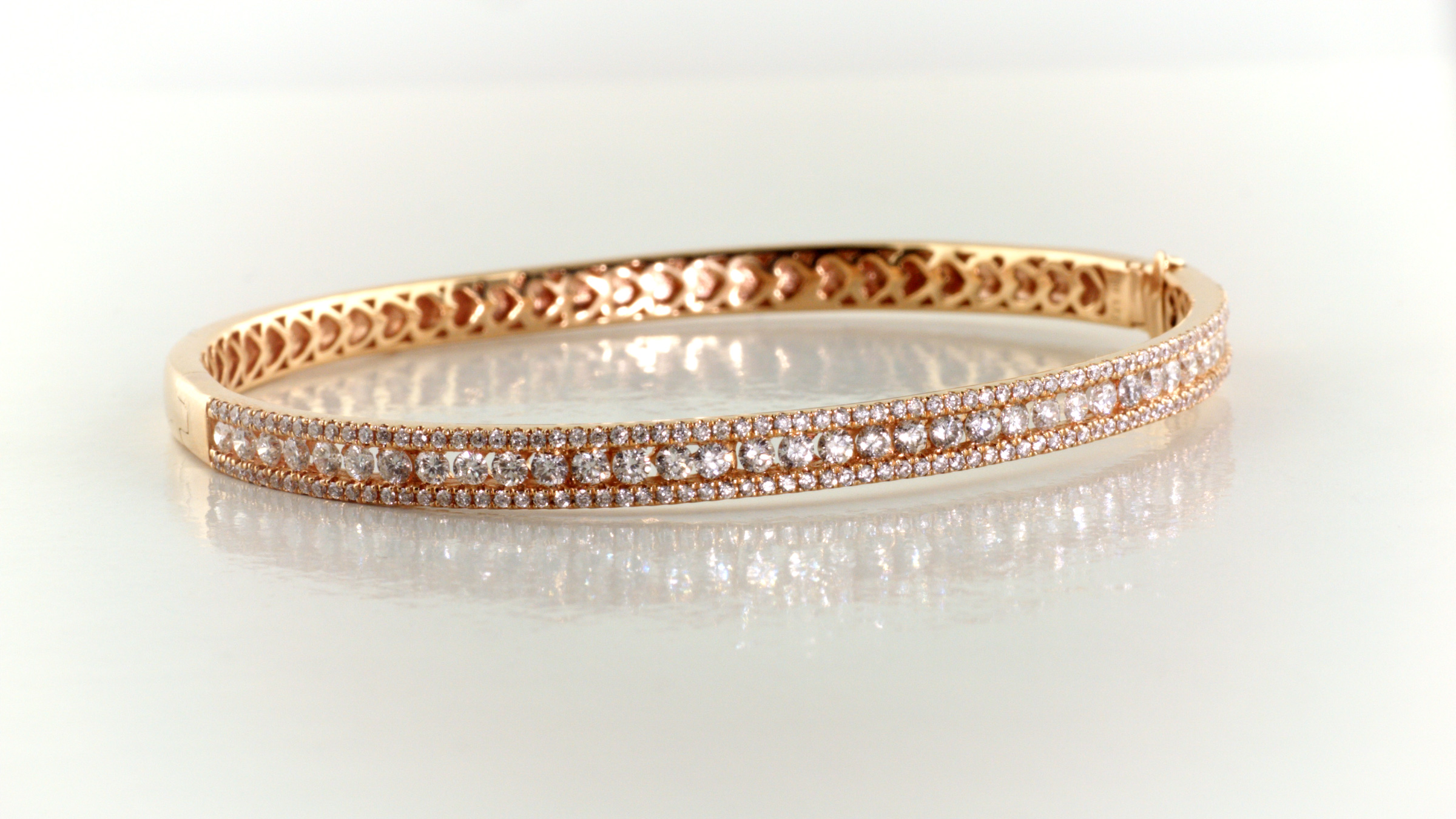 Diamond bangle bracelet in 18K rose gold