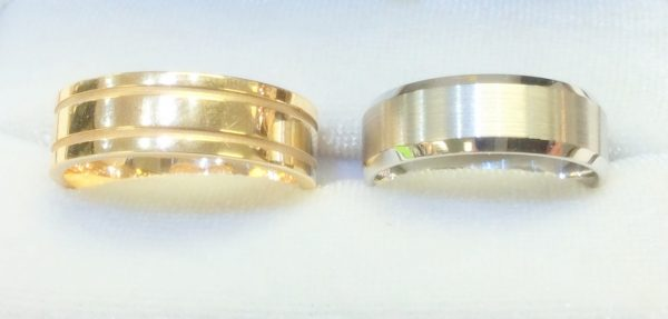 Yellow gold and platinum men's wedding bands