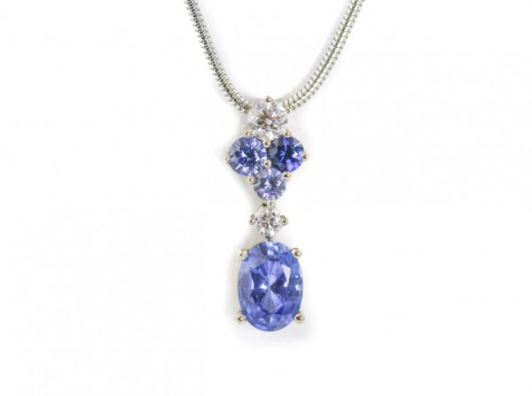 Sapphire and diamond pendant necklace n 18K white gold